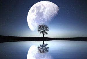 moon-1807743_1920